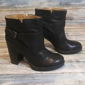 👢 Nine West black ankle boots.